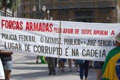 Campinas, Бразилия - 16-ое августа 2015: антипровительственные протесты в Бразилии, прося импичмент Dilma Roussef Стоковые Изображения RF