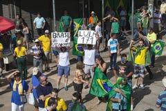 Campinas, Бразилия - 16-ое августа 2015: антипровительственные протесты в Бразилии, прося импичмент Dilma Roussef Стоковая Фотография