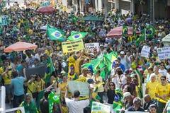 Campinas, Бразилия - 16-ое августа 2015: антипровительственные протесты в Бразилии, прося импичмент Dilma Roussef Стоковое Изображение