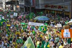 Campinas, Бразилия - 16-ое августа 2015: антипровительственные протесты в Бразилии, прося импичмент Dilma Roussef Стоковое фото RF