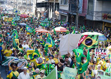 Campinas Brasilien - Augusti 16, 2015: anti--regeringen protesterar i Brasilien som frågar för den Dilma Roussefs impeachmenten Royaltyfri Foto