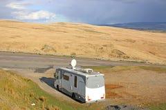 Camping-car dans les montagnes noires Images libres de droits