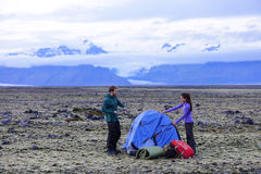 Camping couple pitching tent after hiking Royalty Free Stock Photography