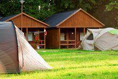 Camping de touristes de maison de tente Photo stock