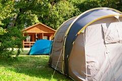Camping de touristes de maison de tente Photographie stock