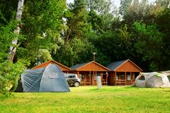Camping de touristes de maison de tente Photographie stock libre de droits