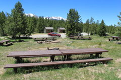Camping del grupo en montañas Fotografía de archivo libre de regalías
