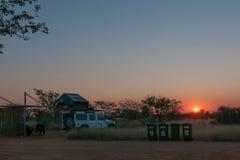 Camping en el campo de resto de Olifantsrus en la salida del sol imagen de archivo libre de regalías