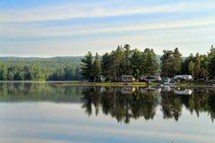 Camping en la costa Fotos de archivo libres de regalías