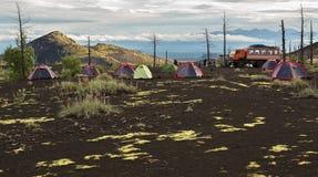 Camping en la madera muerta - consecuencia de un lanzamiento catastrófico de la ceniza durante la erupción del volcán en 1975 Tol fotografía de archivo