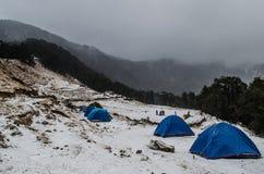 Camping en Nag Tibba Base Foto de archivo