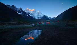 Camping Everest Everest stock photos