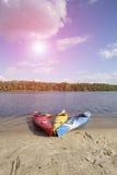 camping na plaży Kajak na plaży na słonecznym dniu Zdjęcie Royalty Free