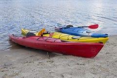camping na plaży Kajak na plaży na słonecznym dniu Zdjęcie Stock