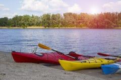 camping na plaży Kajak na plaży na słonecznym dniu Fotografia Stock
