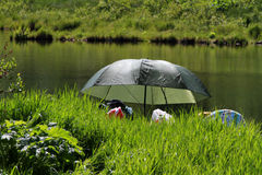 Camping ou pêche sur le petit lac Photos libres de droits