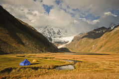 Camping in the Peruvian mountains Royalty Free Stock Images