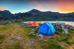 Free Camping Place Near Alpine Lake At Sunset, Retezat Mountains, Romania Stock Photos - 114979013