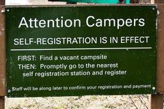 Campingowej jaźni instrukcj rejestracyjny znak zdjęcie royalty free