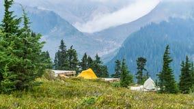 Campingowy Elfin jezioro szczyt zdjęcie stock