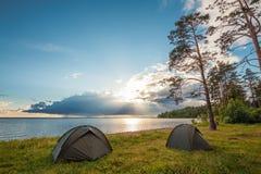 Campingowy pobliski jezioro Zdjęcie Royalty Free