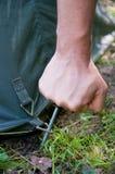 campingowy ręki mężczyzna wciąż namiot Obrazy Stock