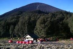 Campingplatz am Berg lizenzfreies stockfoto
