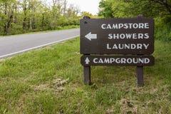 Campingplatz-Richtungszeichen Lizenzfreies Stockbild