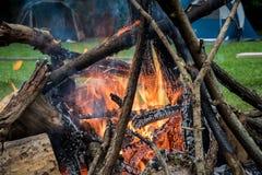 Campingplatz- und Lagerfeuer Lizenzfreies Stockfoto