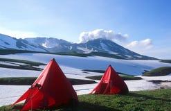 Campingplatz unter Mutnovsky Vulkan Stockbilder