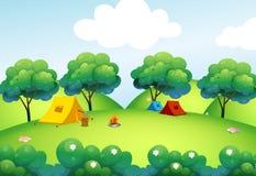 Campingzelte an der Spitze des Hügels Stockfoto