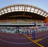 Campionato di atletismo, 100 donne delle transenne dei tester Fotografie Stock Libere da Diritti