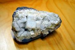 Campione di cristallo minerale della fluorite di Whitee per scienza e geologia fotografia stock