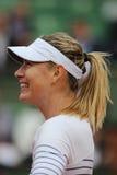 Campione Maria Sharapova del Grande Slam di cinque volte nell'azione durante la sua seconda partita del giro a Roland Garros 2015 Immagini Stock