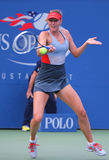 Campione Mariya Sharapova del Grande Slam di cinque volte durante terzo la partita del giro all'US Open 2014 contro Caroline Wozn Immagine Stock