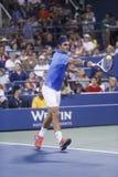 Campione Roger Federer del Grande Slam di diciassette volte durante la sua quarta partita del giro all'US Open 2013 contro Tommy R Immagini Stock Libere da Diritti