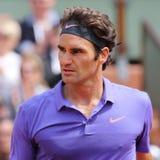Campione Roger Federer del Grande Slam di diciassette volte nell'azione durante la sua terza partita del giro a Roland Garros 201 immagini stock