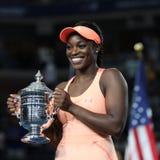 Campione Sloane Stephens di US Open 2017 degli Stati Uniti che posano con il trofeo di US Open durante la presentazione del trofe Fotografia Stock