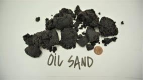 Campioni canadesi della sabbia di olio con il penny immagini stock libere da diritti
