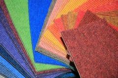 Campioni del tappeto in un negozio immagine stock libera da diritti