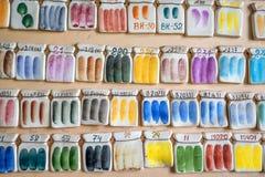 Campioni della pittura delle terraglie sulla parete Fotografie Stock