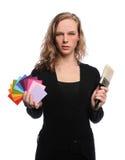 Campioni della spazzola e di colore della holding della donna Fotografie Stock