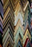 Campioni variopinti della cornice che appendono su una parete Fotografia Stock