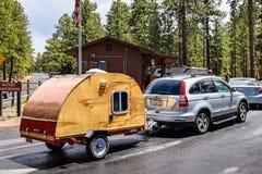 Campista en el parque nacional de Grand Canyon, Arizona los E.E.U.U. Fotografía de archivo