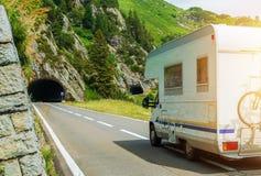 Campista Van Summer Trip imagen de archivo libre de regalías