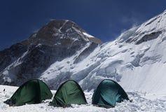 Campo 2 en la cara norte del pico de Khan Tengri, montañas del Shan de Tian fotos de archivo libres de regalías