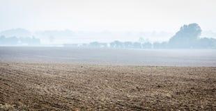 Campo arato nella nebbia Immagine Stock Libera da Diritti