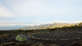 Campo base nell'ascesa del Kilimanjaro Fotografie Stock Libere da Diritti