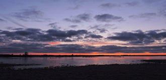 Campo bonito do por do sol e de inundação, Lituânia fotografia de stock