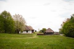 Campo Casa ucraniana tradicional vieja en un pueblo Fotografía de archivo